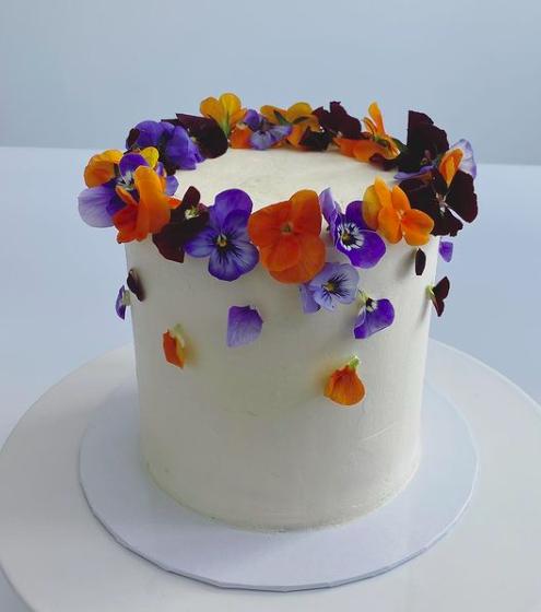 Torte essbare Blüten