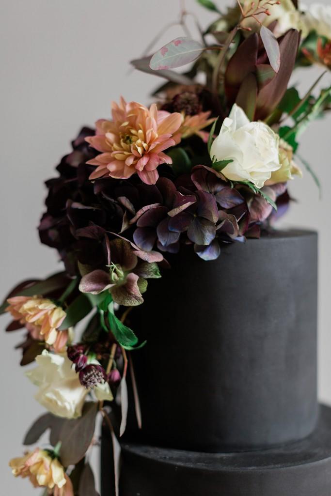 Schwarze Hochzeitstorte Detail